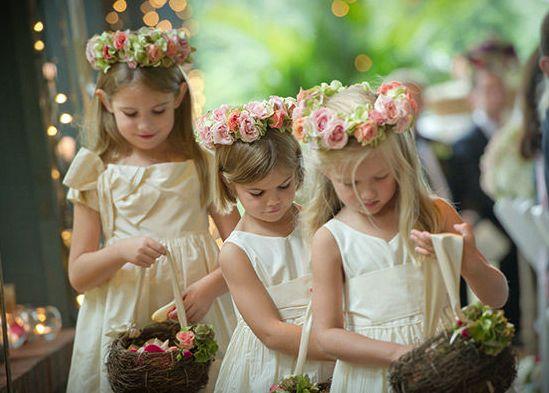 Photo by Woodward and Rick Photographers via Trendy Wedding