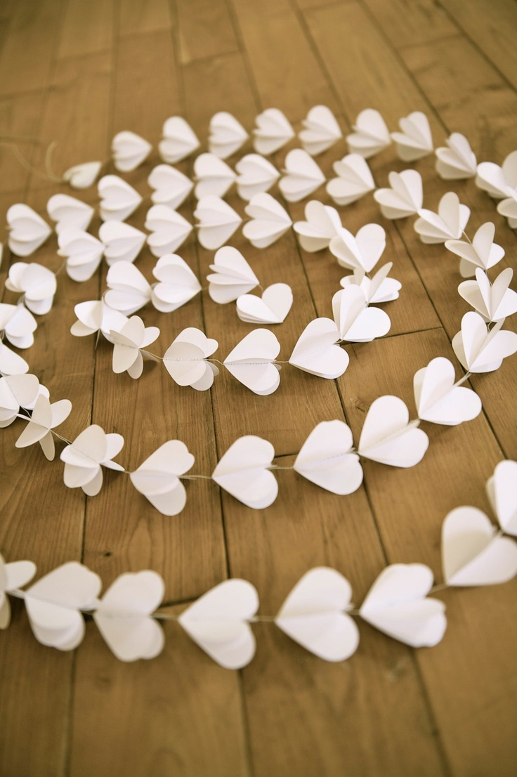 Paper Heart Garland |Photo by La Mia Casa  via Etsy