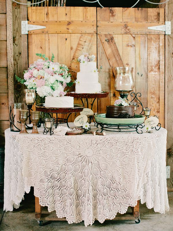 Photo by Amy Arrington Photography via Wedding Chicks