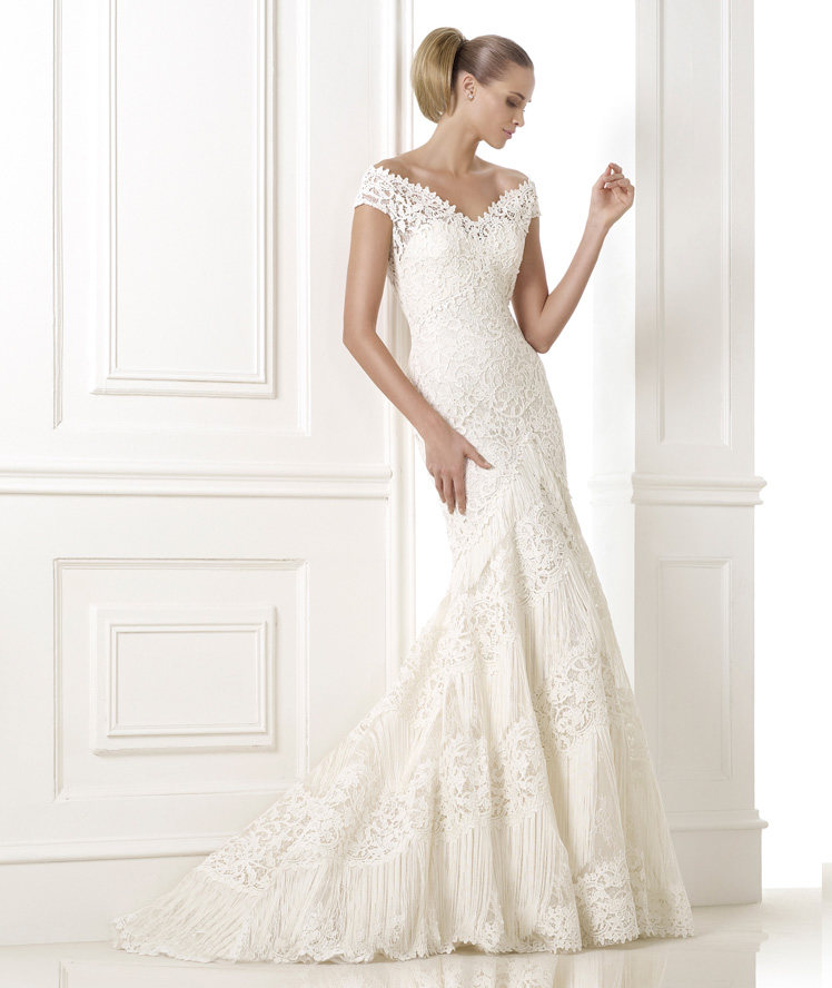 Atelier pronovias 2015 pre collection wedding dresses for Around the neck wedding dresses