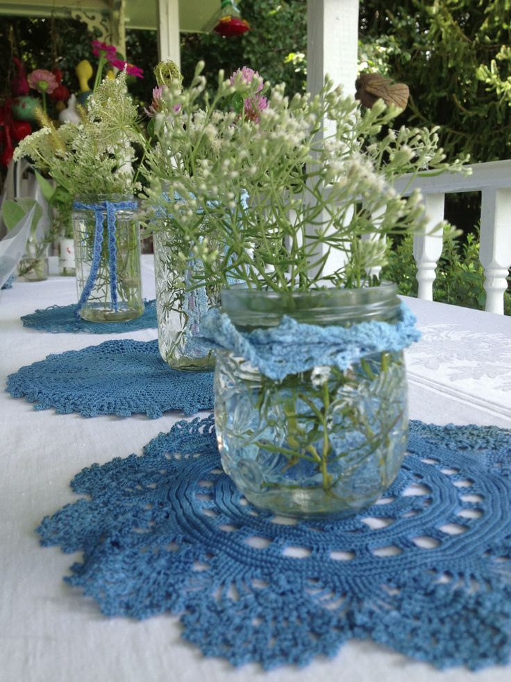 Table Centerpiece (Photo via Pinterest)