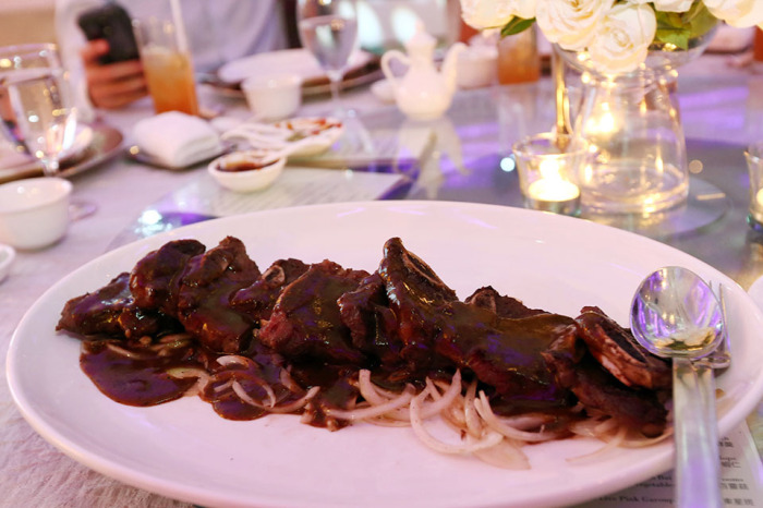 Pan-fried Beef Short Ribs with onion in Black Pepper Sauce