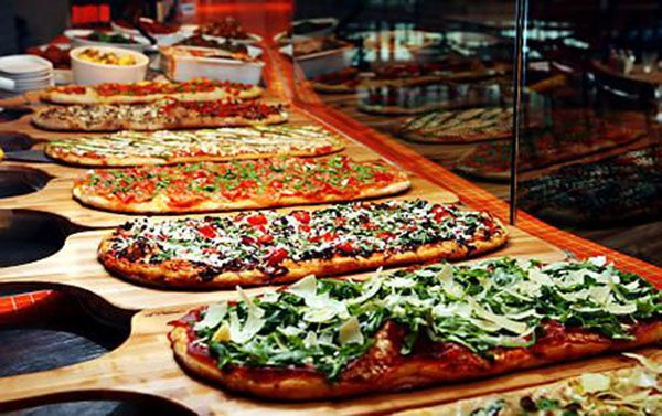 Wedding Philippines - 21 Fun Pizza Food Bar Buffet Ideas for Your Wedding (8)