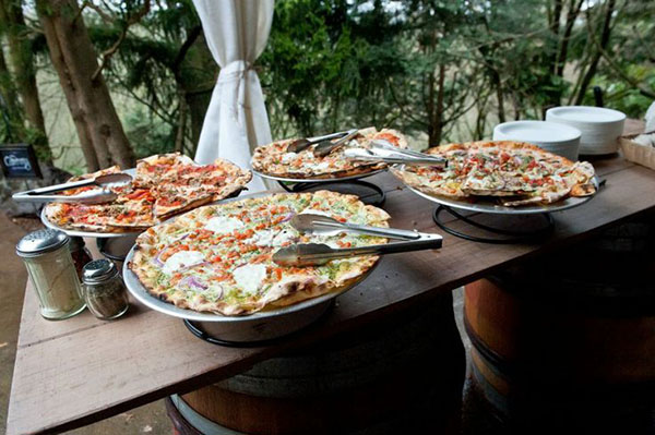 Wedding Philippines - 21 Fun Pizza Food Bar Buffet Ideas for Your Wedding (9)