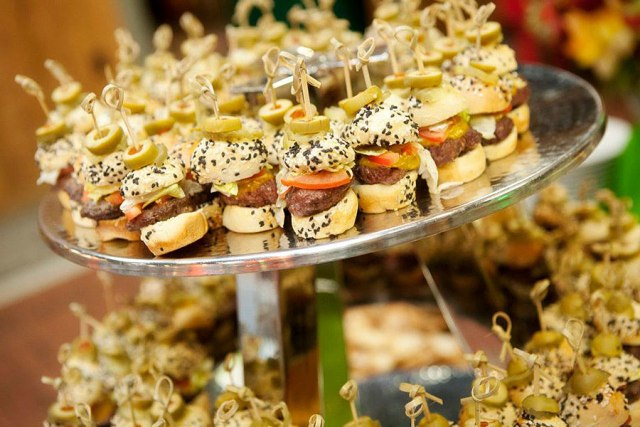 Wedding philippines 25 cool and fun donut bar buffet food ideas for - 21 Gourmet Burger Ideas For Your Wedding Wedding