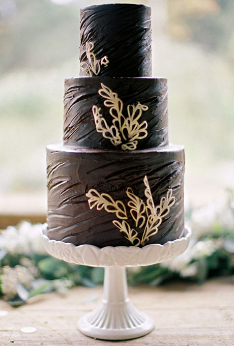 Wedding Philippines - 38 Bold and Chic Black Wedding Cakes (11)