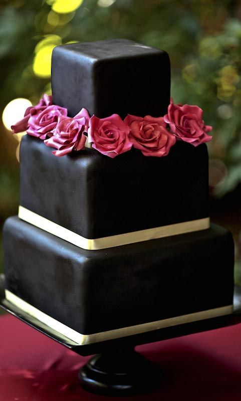 Wedding Philippines - 38 Bold and Chic Black Wedding Cakes (15)