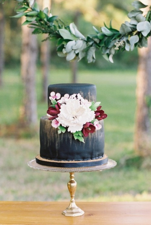 Wedding Philippines - 38 Bold and Chic Black Wedding Cakes (20)