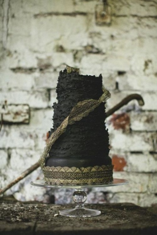 Wedding Philippines - 38 Bold and Chic Black Wedding Cakes (21)