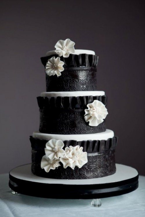 Wedding Philippines - 38 Bold and Chic Black Wedding Cakes (22)