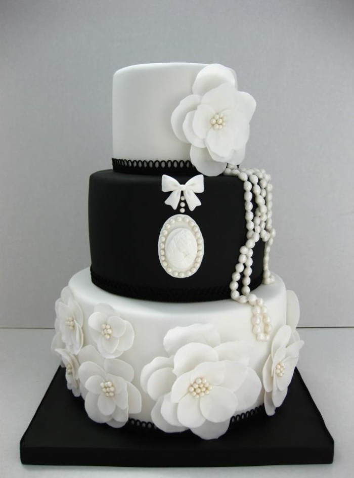 Wedding Philippines - 38 Bold and Chic Black Wedding Cakes (3)