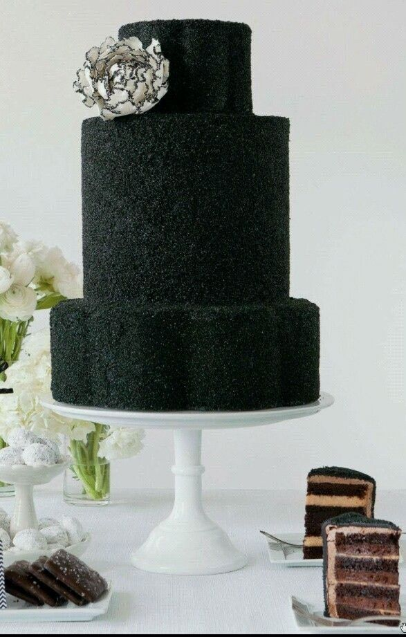 Wedding Philippines - 38 Bold and Chic Black Wedding Cakes (33)