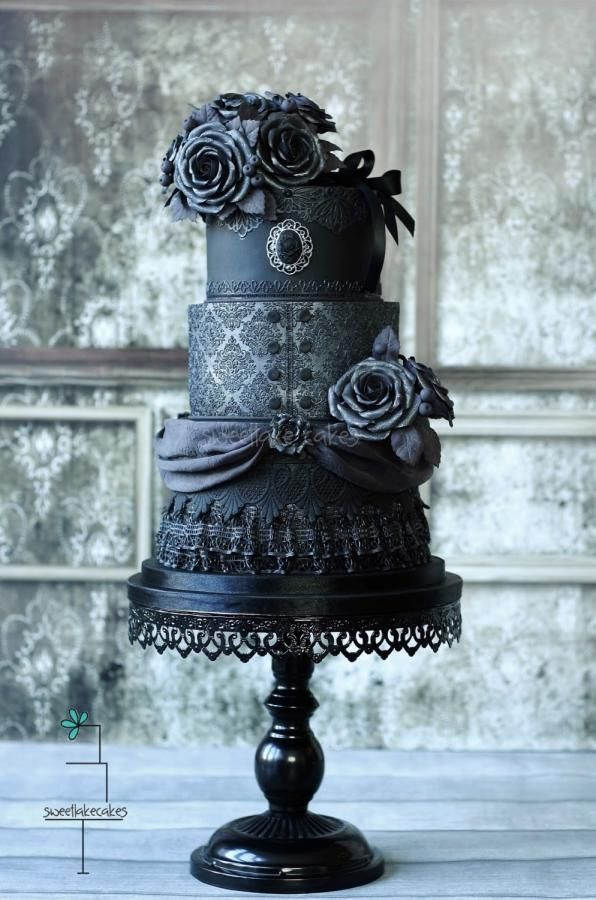 Wedding Philippines - 38 Bold and Chic Black Wedding Cakes (34)