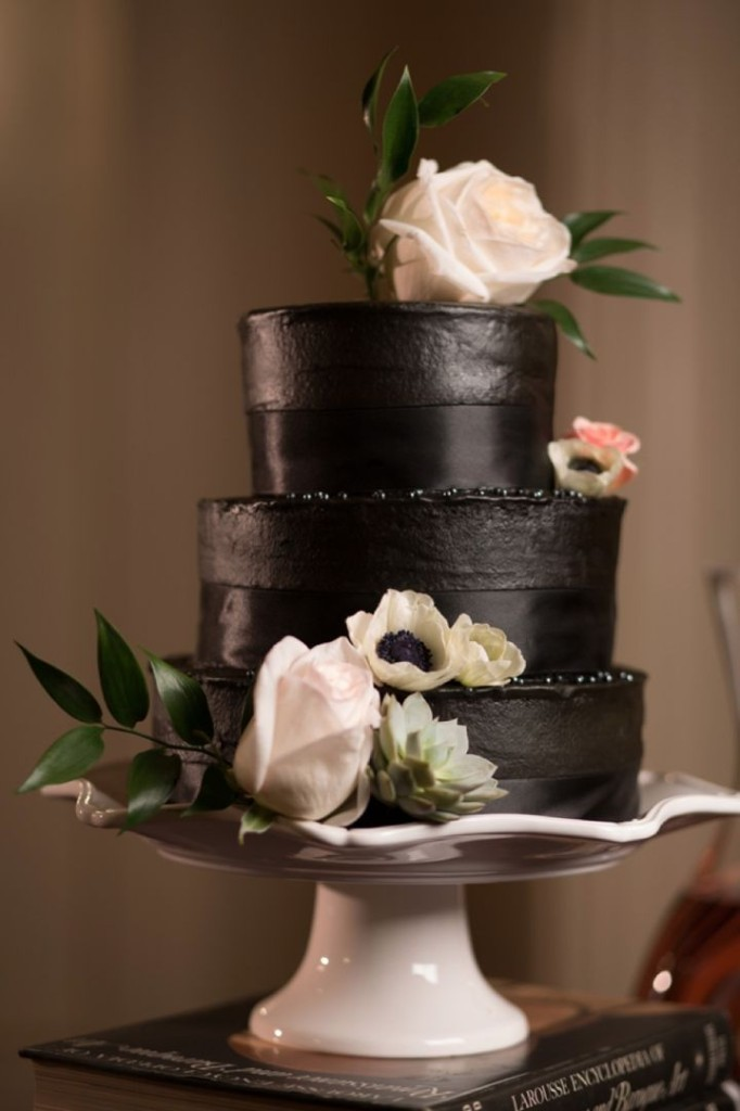 Wedding Philippines - 38 Bold and Chic Black Wedding Cakes (4)