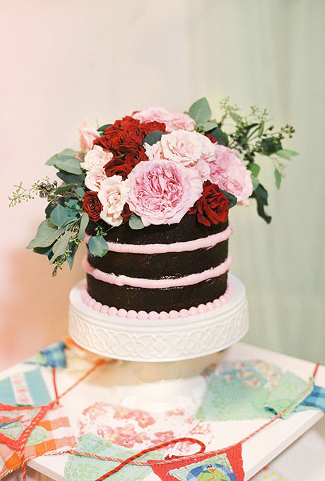 Wedding Philippines - 38 Bold and Chic Black Wedding Cakes (7)